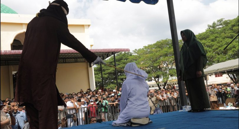 Indonesia's Aceh whips teens cuddling in public