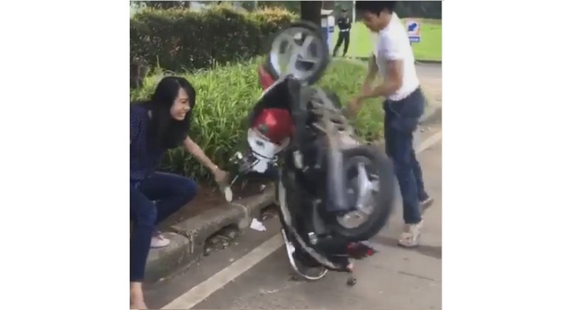 Motorcyclist throws tantrum after being ticketed