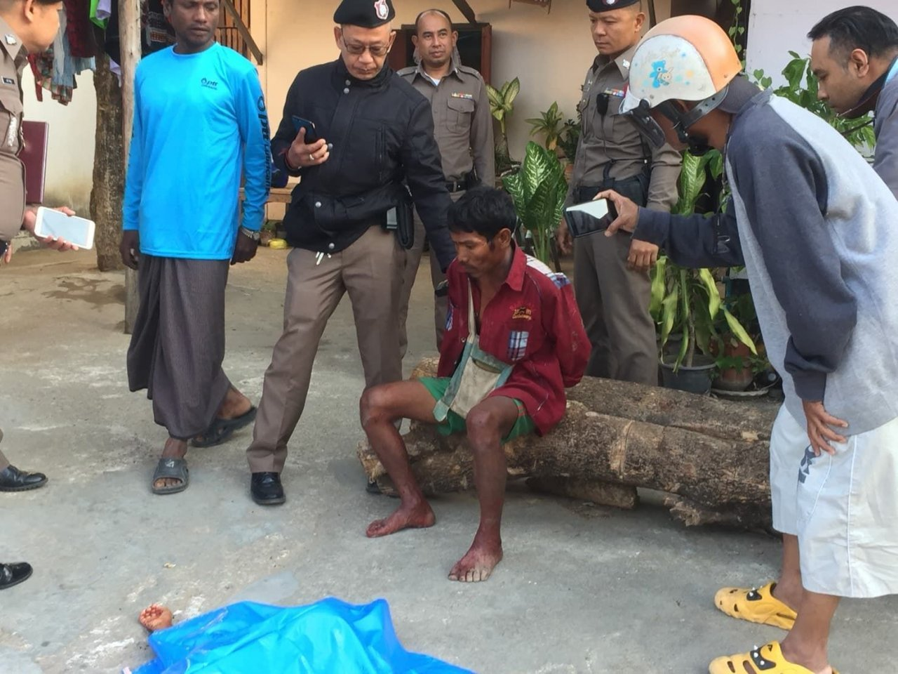 Tak horror as man walks into town with bloodied slain son in his arms. A Myanmar man is in police custody in Tak after allegedly slashing the throat of