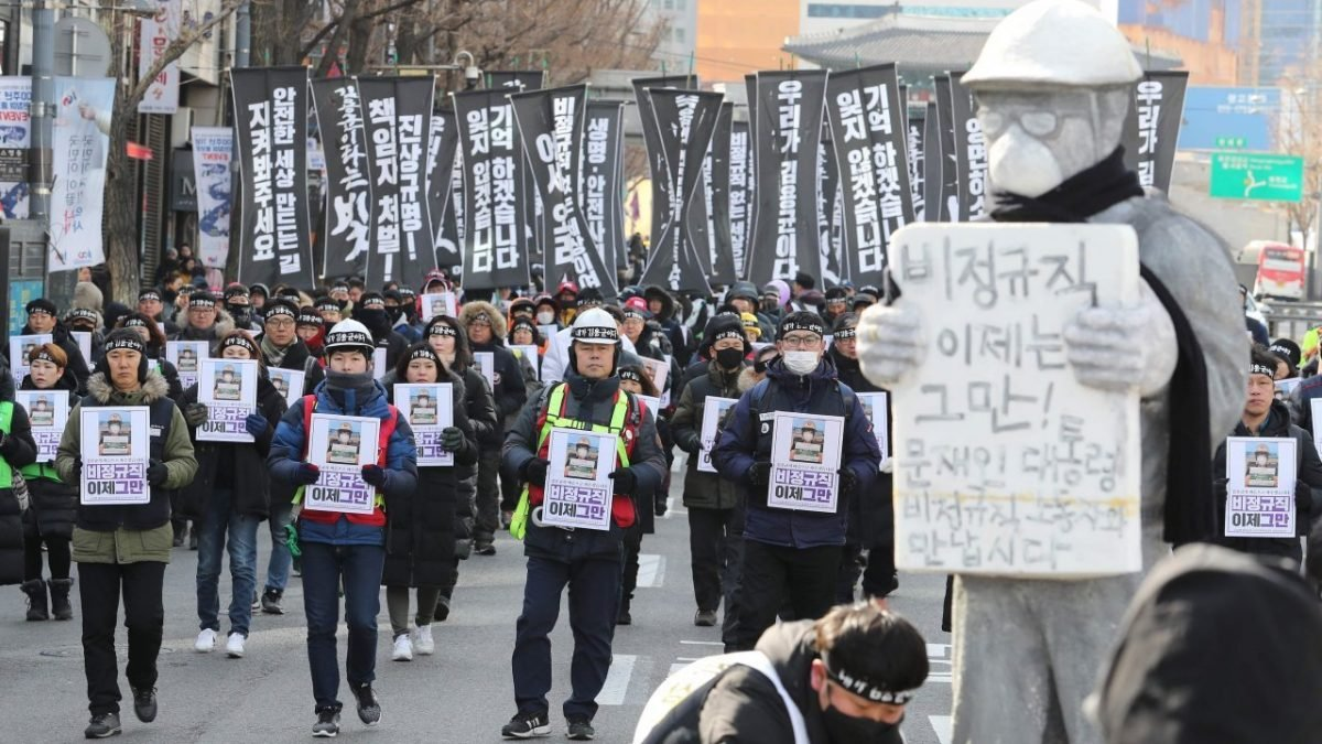 Thousands of South Koreans mourn tragic death of coal worker