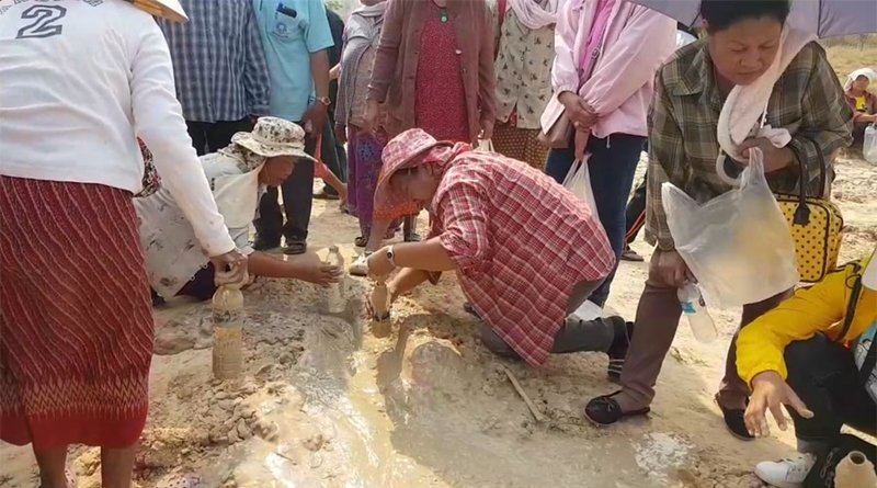 Villagers continue to drink mud despite all the warnings