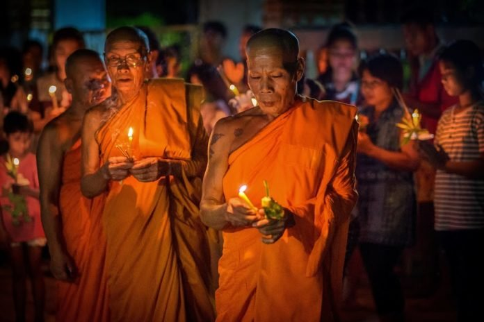What does Makha Bucha mean? Buddhist days make up a number of the public holidays on the Thai calendar, and among them is Makha Bucha Day.