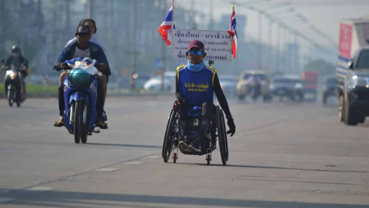Wheelchair-bound man travels roads from Chiang Mai to Narathiwat raising funds for southern hospitals