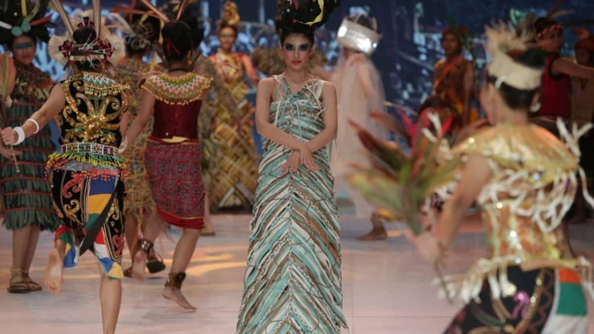 Indonesian Fashion Week designers use plastic waste as materials