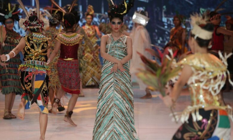 Indonesian Fashion Week designers use plastic waste as materials. The 2019 Indonesian Fashion Week (IFW) has started, showcasing the best talents in
