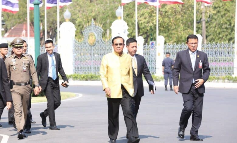 PM Prayut shows up late for work but refuses to answer questions. Prime Minister Prayut Chan-o-cha arrived at the Government House on Monday,