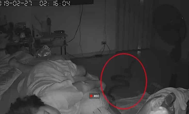 Snake slithers into Bangkok woman's bedroom. A sleeping woman narrowly escaped a snake bite in her Bangkok home this week.