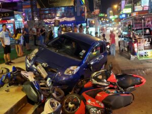 Toyota Yaris Speeds Through Soi Buakhao. At about 9PM on Wednesday 3rd April, a blue Toyota Yaris was speeding through Soi Buakhao and hit a heavily