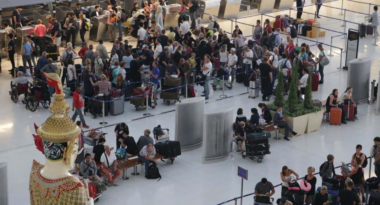Airports Department expects more than 400,000 Songkran holiday flyers The Airports Department is expecting more than 400,000 passengers to travel through