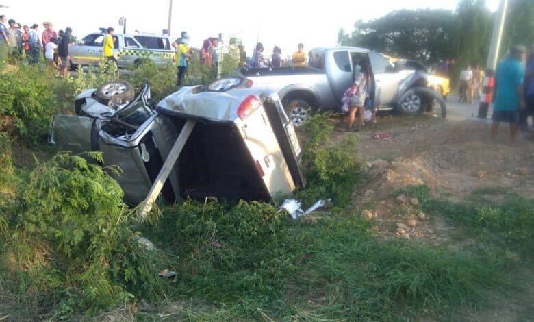 Children killed as driver sleeps while driving Suphan Buri - In the early hours of Wednesday morning, a motorist crashed into a