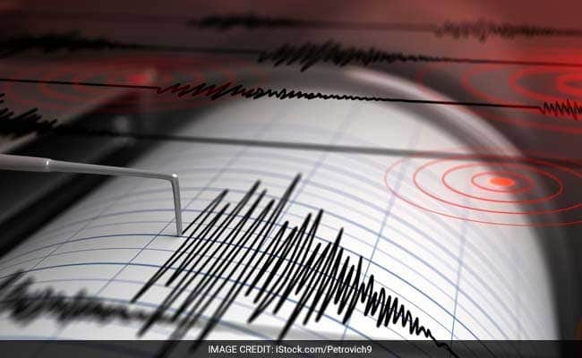 Philippines struck by huge 6.4 magnitude earthquake Philippines struck by huge 6.4 magnitude earthquake Buildings in the capital city SHAKING