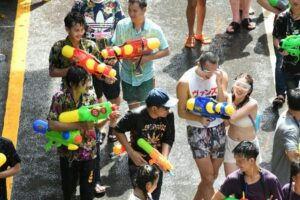HEALTHMIN WARNS OF POST-SONGKRAN DEPRESSION Stress, anxiety and insomnia may await those returning from their Songkran vacations
