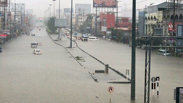 Pattaya thrashed by first big storm of 2019. The first heavy storm of the year thrashed Pattaya on Tuesday, deadlocking traffic and cutting
