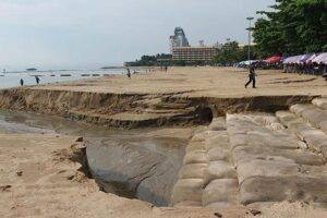 Pattayas rebuilt beach sorely damaged by thunderstorm. Pattaya's rebuilt beach was badly damaged by Tuesday afternoon's thunderstorm, with