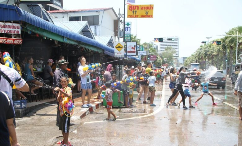 People urged to be cautious about heatstroke As the mercury levels soar in many parts of Thailand and more people come outdoors for the Songkran