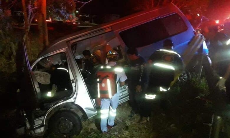 Phetchaburi van crash ends schoolboys' field trip Eight students and a teacher from Narathiwat and the driver of their van were injured when