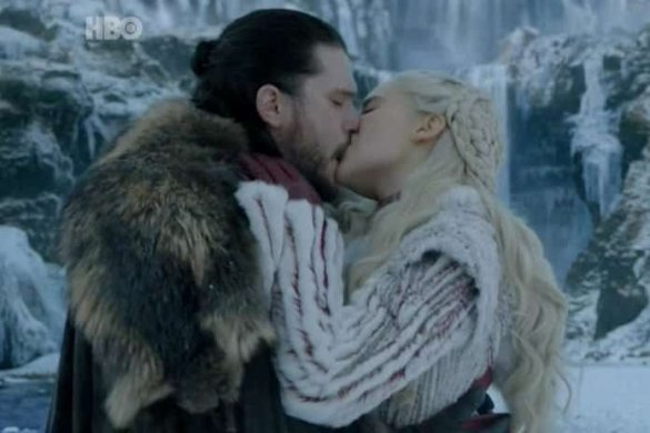 """THAILAND'S AIS CENSORS 'GAME OF THRONES' KISSING SCENE (MILD SPOILER) Thai fans of the hit series """"Game of Thrones"""" were left baffled by a local"""