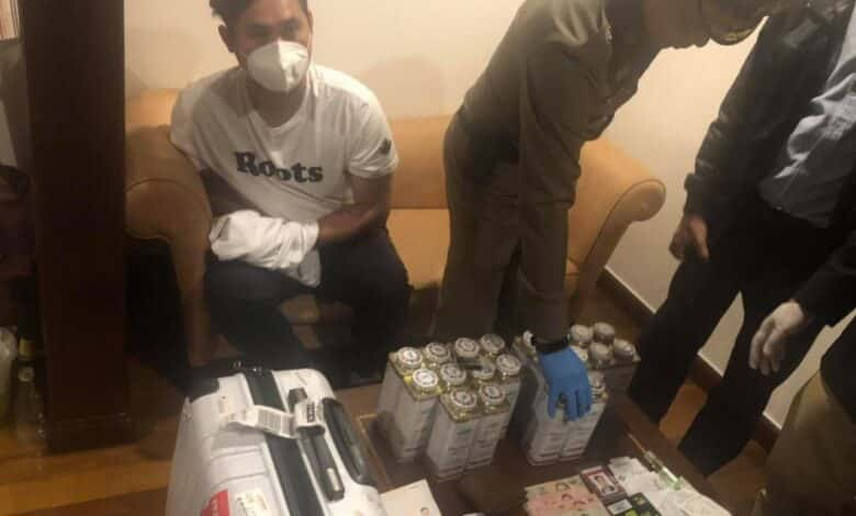 Taiwanese men arrested for drug trafficking. A 38-year-old man from Taiwan, scheduled to board a flight to his home country, was arrested at Don .