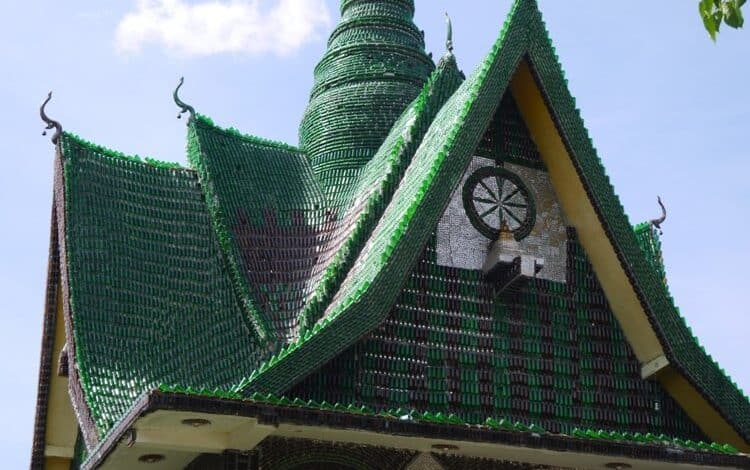 This Thai Temple Was Built Using 1.5 Million Beer Bottles Built using more than a million beer bottles, this incredible temple in the north-east of Thailand