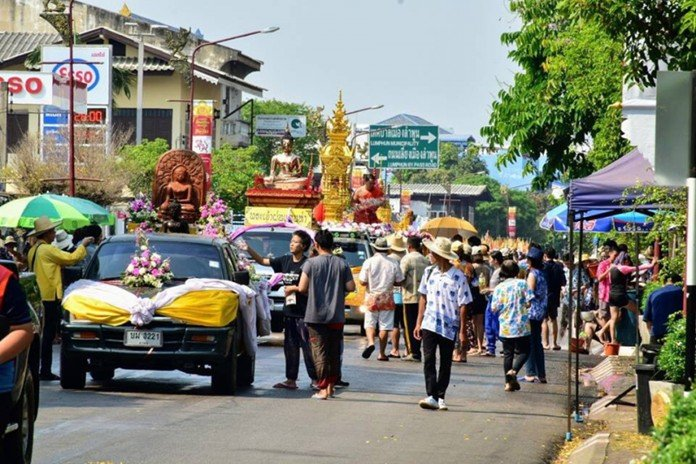 Tourists enjoy Songkran celebrations nationwide In many provinces, tourists from around the world are enjoying themselves as they celebrate Songkran
