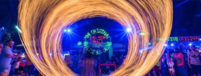 Everything you need to know before going to Thailand's Full Moon Party. Thailands FAMOUS Full Moon Party, where thousands of people splashed in