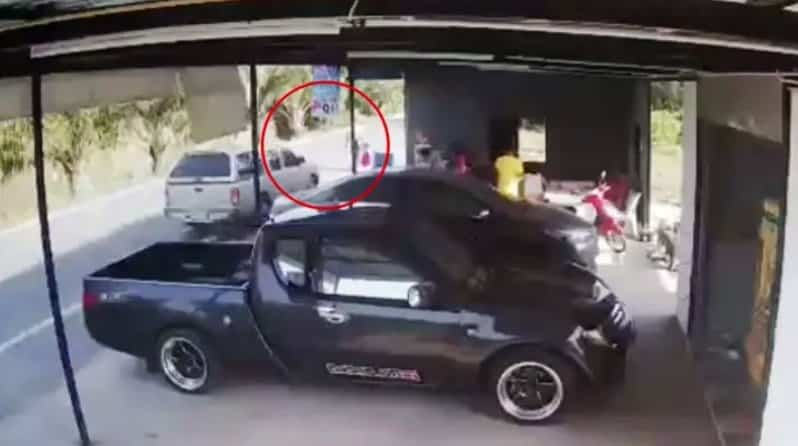 HORROR CCTV: Bangkok hit and run looks like MURDER. Horrific CCTV footage from Pathum Thani at the weekend showed the moment that a