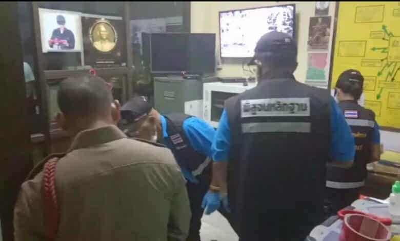.Krabi policeman in apparent suicide inside his police station. A Nuea Klong police officer in Krabi on Monday apparently shot himself to death inside his