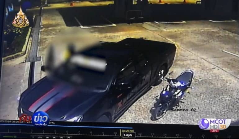 Video: Motorbike taxi rider stabs pump attendant. CCTV footage from a gas station in Hat Yai in southern Thailand showed an altercation between a