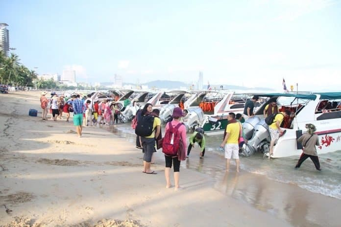 Tour boat operators continue to directly drop off and pick up hundreds of tourists on the beach