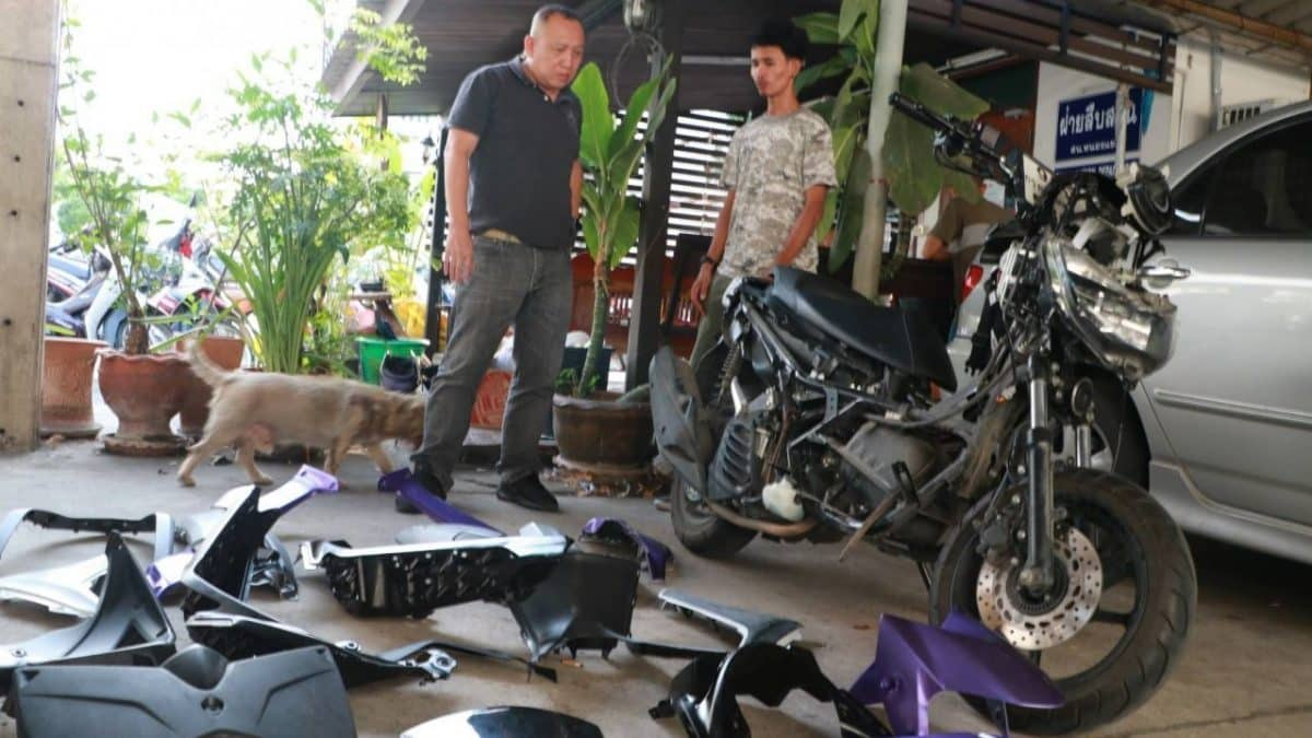 Arrested father and son for Bangkok motorcycle robbery