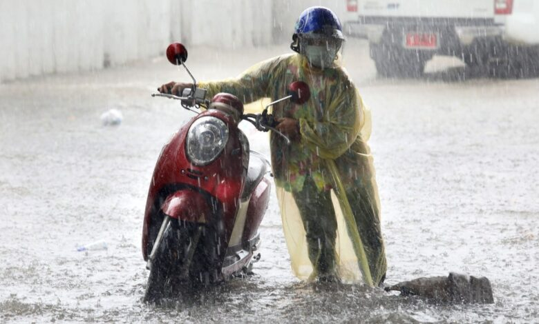 Heavy rain brings Bangkok to a standstill. Heavy downpours brought floods and traffic nightmares to many parts of Bangkok on Friday.
