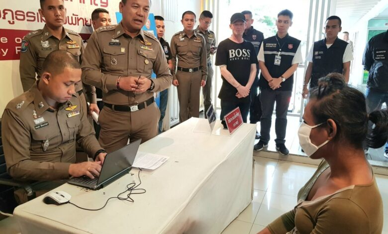 """Ladyboy' arrested British tourist theft in Pattaya. Pattaya police have arrested a """"ladyboy"""" who stole money from a British tourist's pocket."""