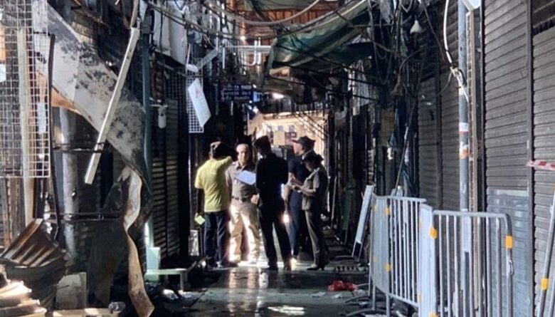 Officers probe Chatuchak market fire. Forensics officersyesterday (June 3, 2019) visited the world-famous Chatuchak weekend market to find