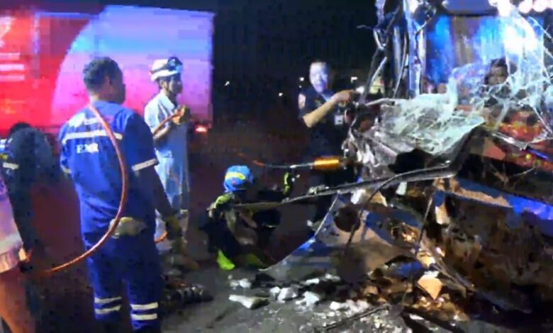 Passengers pulped as a bus smashes into a truck. Four passengers were severely injured when a Phuket-Bangkok bus careered into a truck that was making
