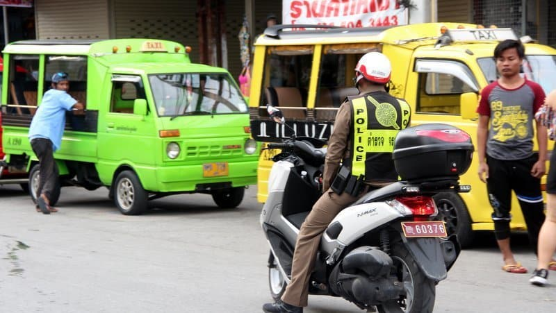 Patong cabbies asked to 'please stop robbing, beating tourists'