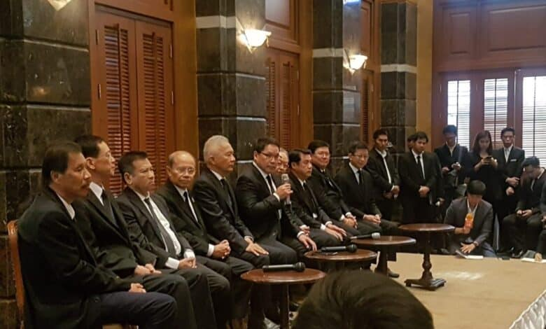 Phalang Pracharat still short on seats to form coalition. Phalang Pracharat had yet to announce the establishment of a coalition as of Tuesday, saying its