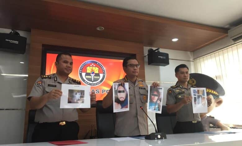 Suspected terrorists learned bomb-making through YouTube. Two men who reportedly helped make a bomb for the failed June 3 suicide attack in Kartasura,