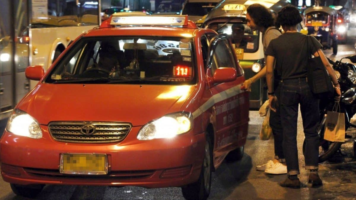 Draft law sees fine jump to Bt5,000 for taxi drivers who refuse passengers