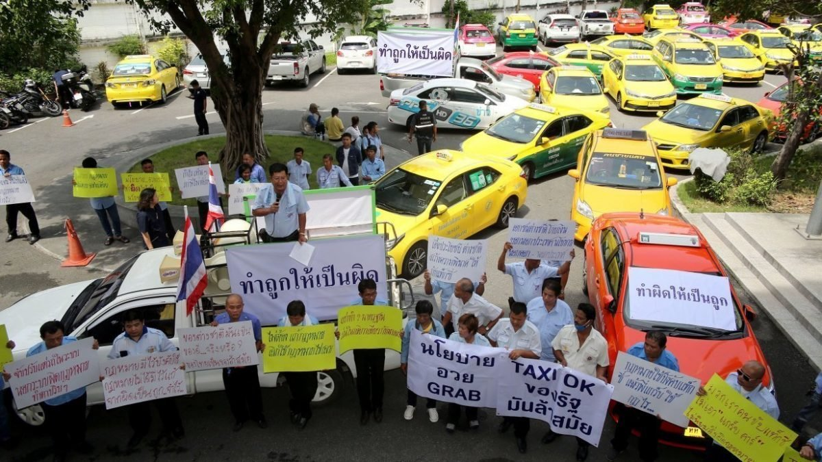Motorcycle taxi riders, cabbies petition officials, parties over Grab legalisation