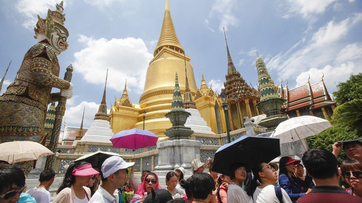 Compulsory insurance for tourists eyed