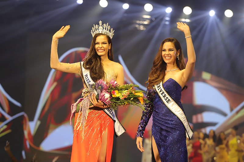 Fahsaid with Miss Universe 2018, Catriona Gray of the Philippines.