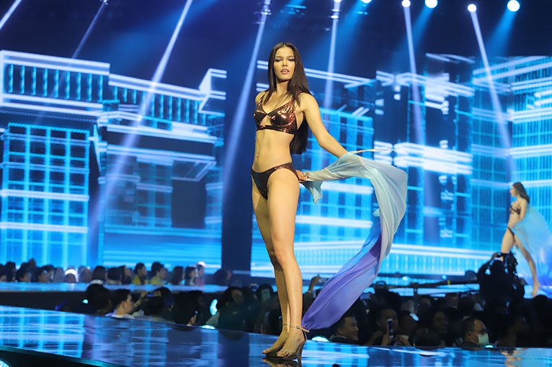 Fahsai in the swimsuit competition.
