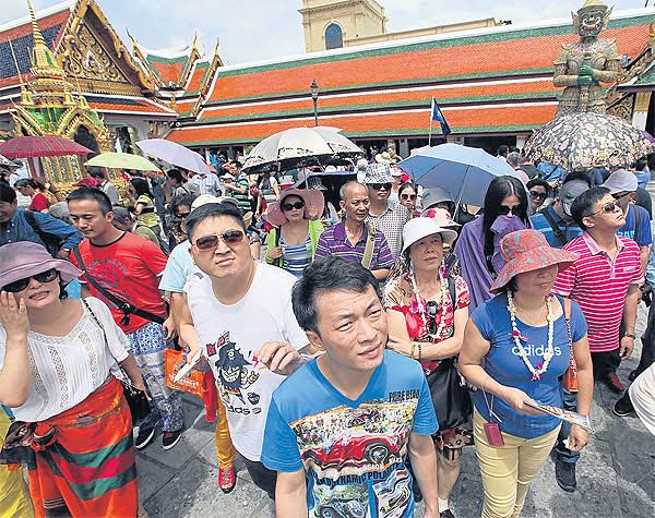 Despite objections, tourism minister to push forward with visa exemptions for Chinese and Indian tourists