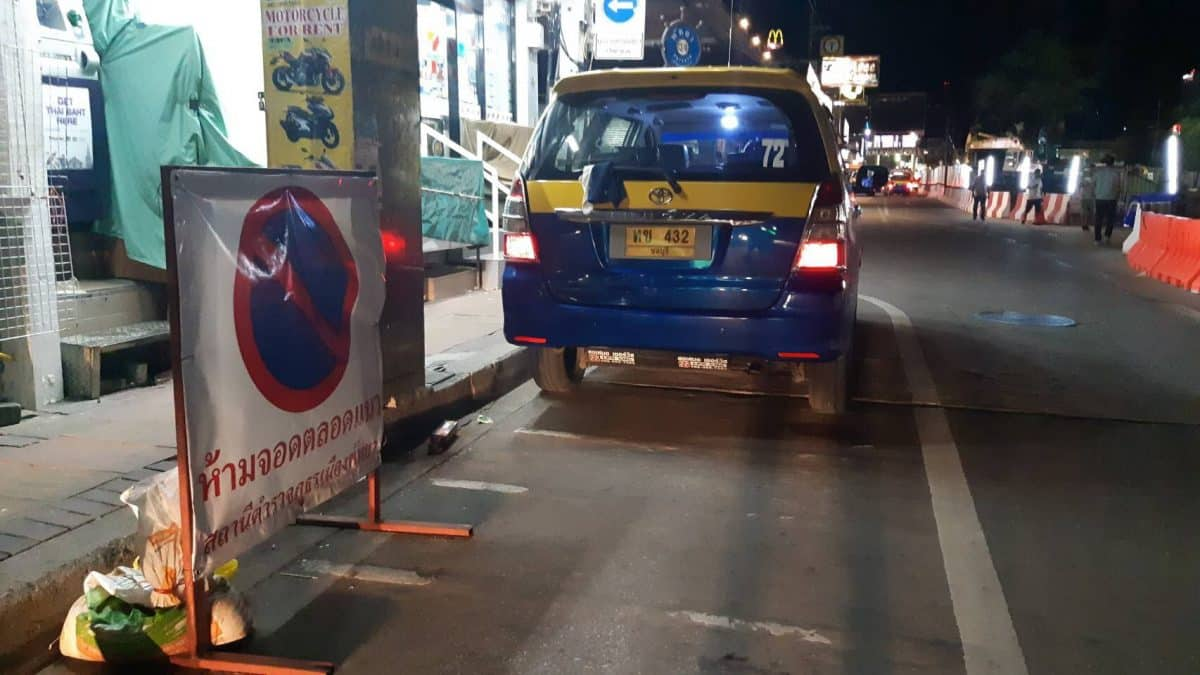Media and local residents complain about taxis and baht busses blocking traffic near Walking Street