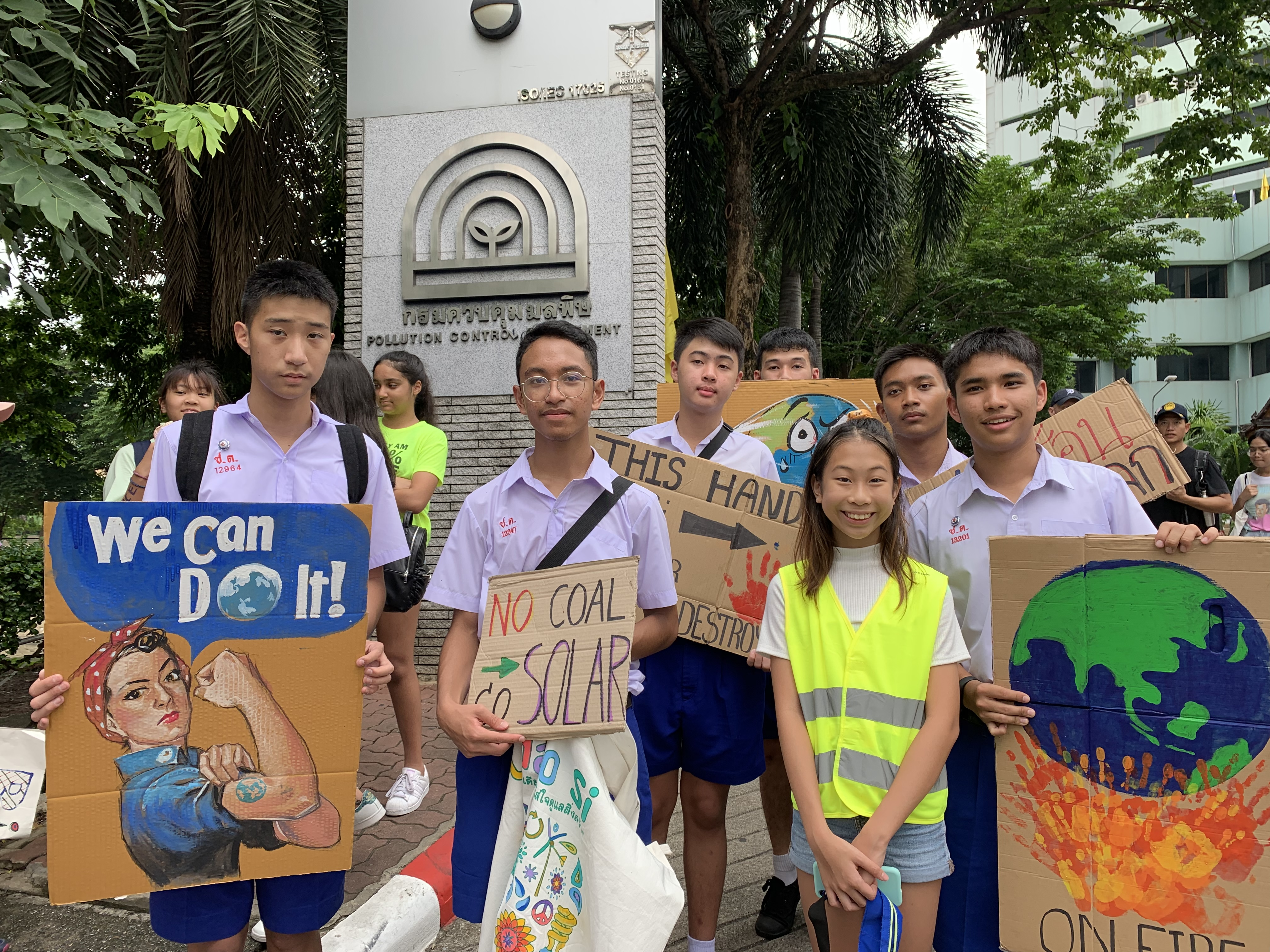 """Ralyn """"Lilly"""" Satidtanasarn standing with Thai high school students."""
