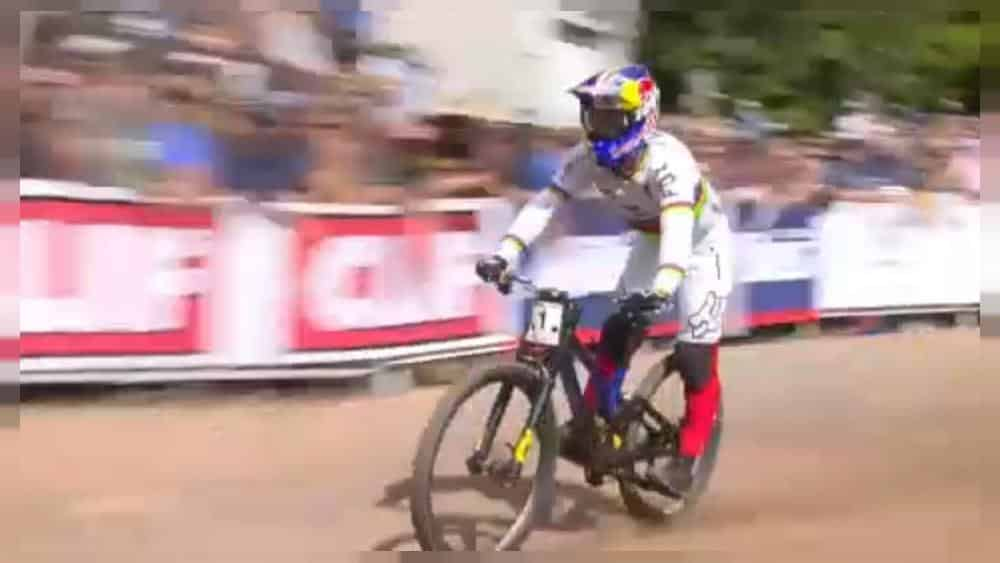 French legend Loic Bruni wins the mountain bike world cup in Snowshoe