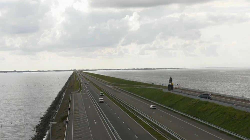 Netherlands' sea defence gets €547m makeover to weather climate change