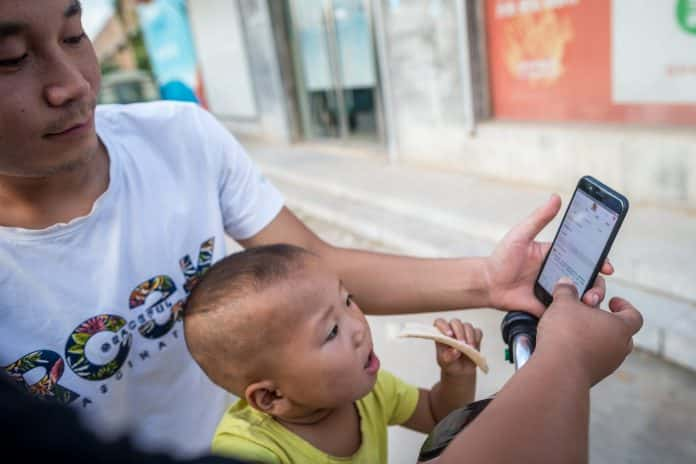 Number of Chinese Online Readers Reaches 455 Millions
