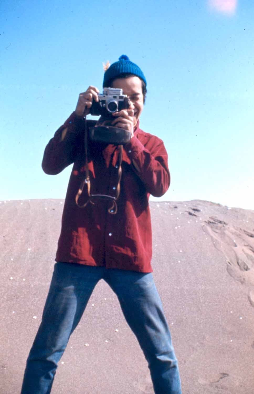 Anussorn Thavisin takes a photo near the Black Sea coast in Turkey in 1970. Photo: David Shaw / Courtesy
