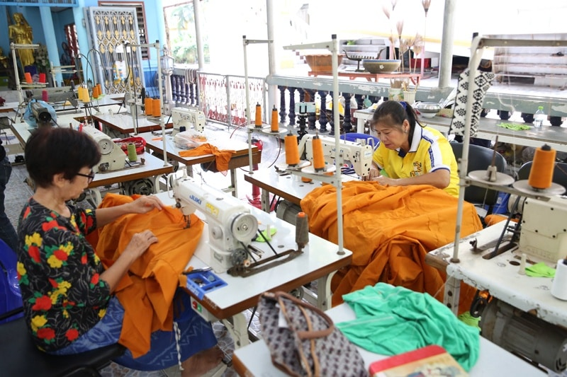 TEMPLE RECYCLES PLASTIC BOTTLES INTO MONK ROBES